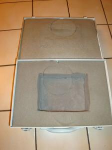 Koffer ausgekleidet mit Schaumstoff